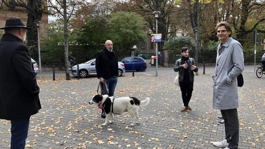 Die Grünen-Stadträte Deniz Gedik und Markus Sprengler beim sicherheitspolitischen Spaziergang mit Polizeipräsident Andreas Stenger (r.) | Foto: Grüne Mannheim