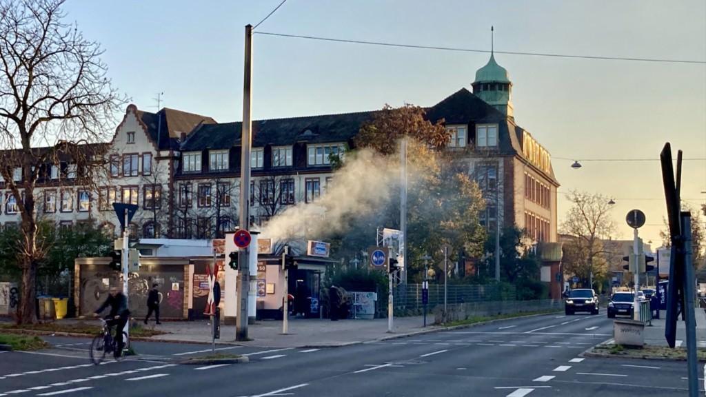 Im Hintergrund das Neckarstädter Ludwig-Frank-Gymnasium (Symbolbild) | Foto: M. Schülke