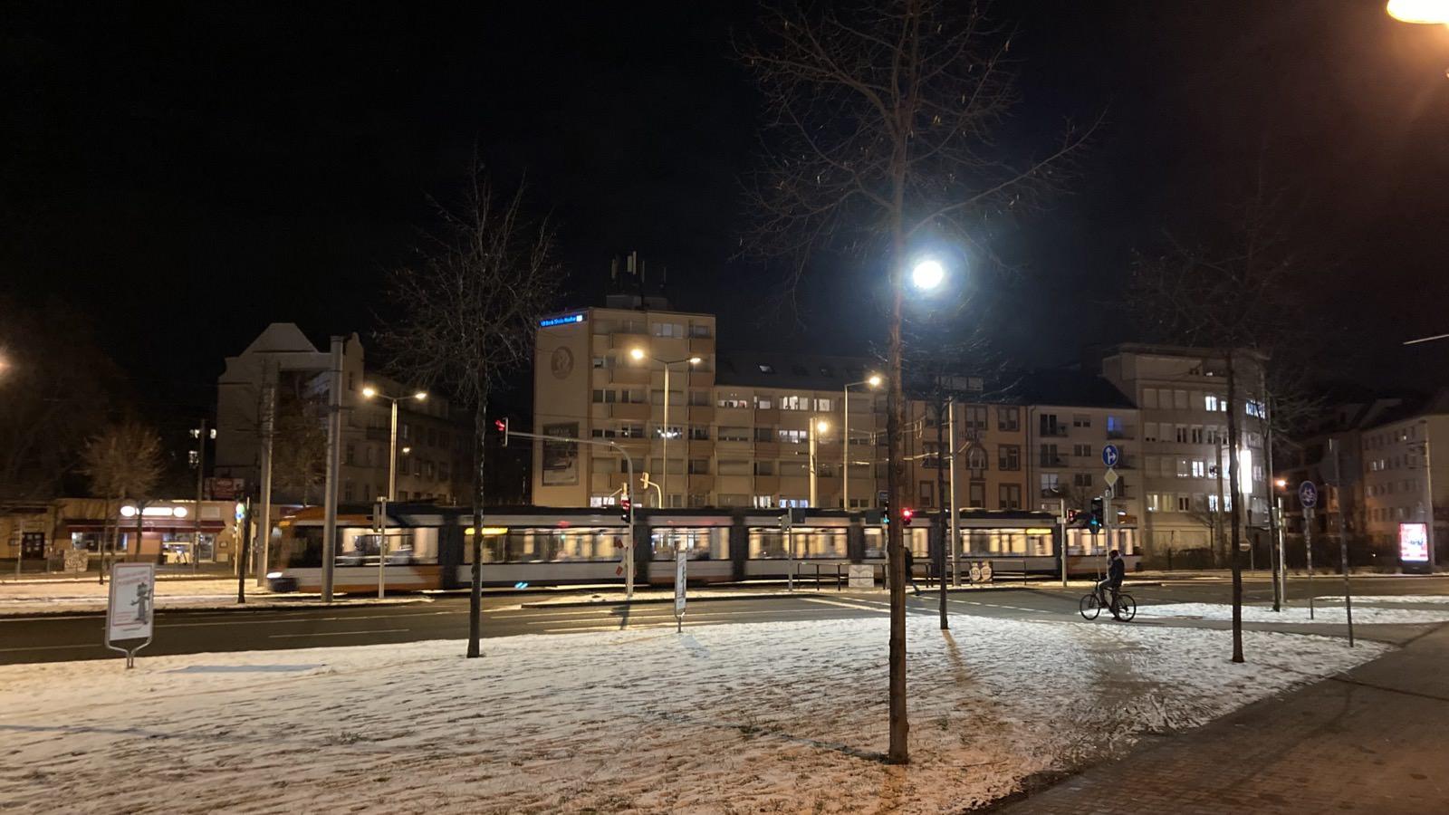 Bis auf Berufspendler*innen menschenleere Straßen auch an sonst belebten Orten der Neckarstadt | Foto: M. Schülke