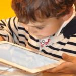 Jobcenter unterstützt Schüler*innen bei der Anschaffung von Laptops oder Tablets