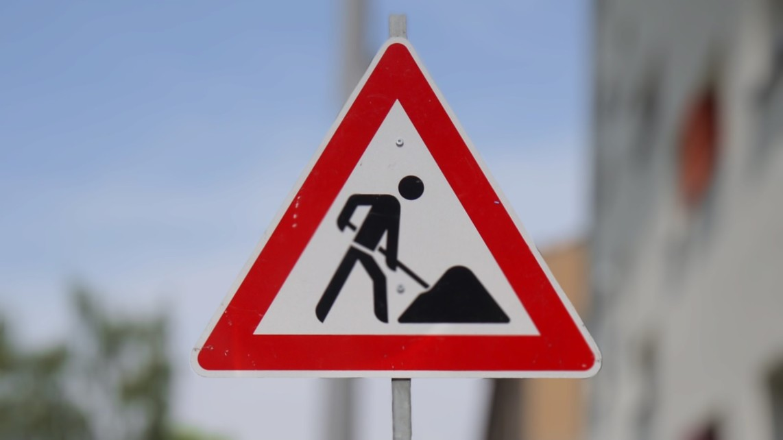 baustelle symbolbild neu p1030937 1142x642 - Fahrbahndecke in der Herzogenriedstraße wird saniert